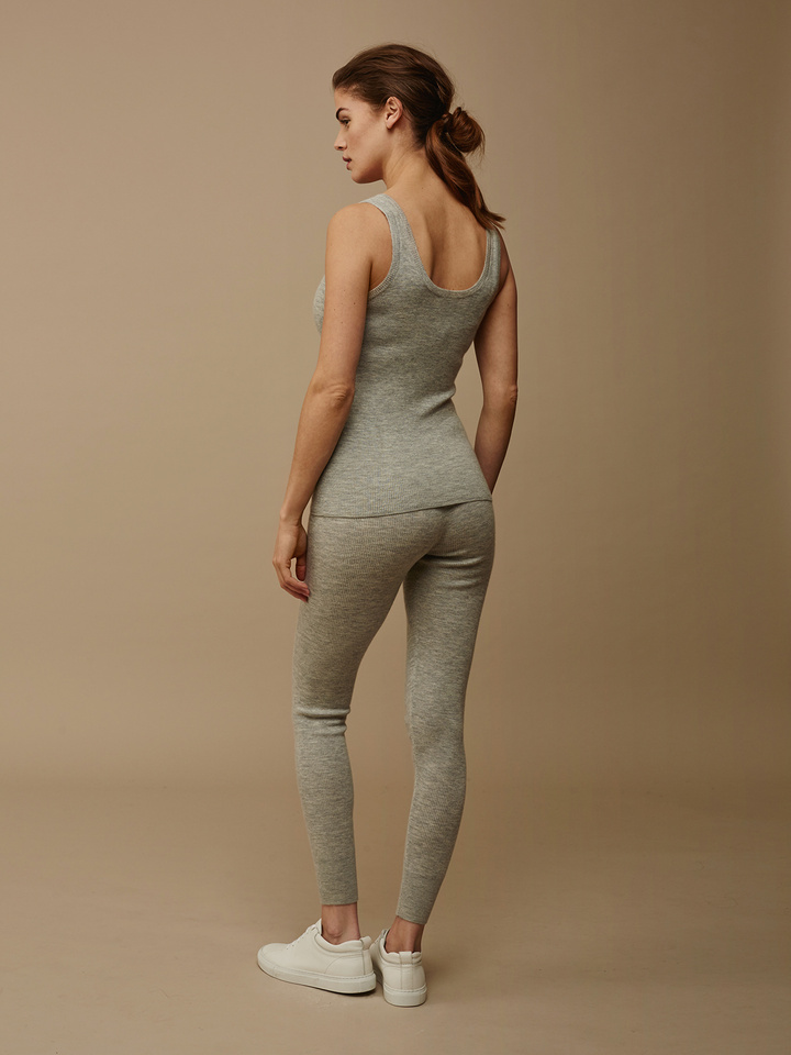 "<span class=""js-statics"" title=""Missing static search site_product_thumbnail"">site_product_thumbnail</span> Women's Fine Knit Singlet"