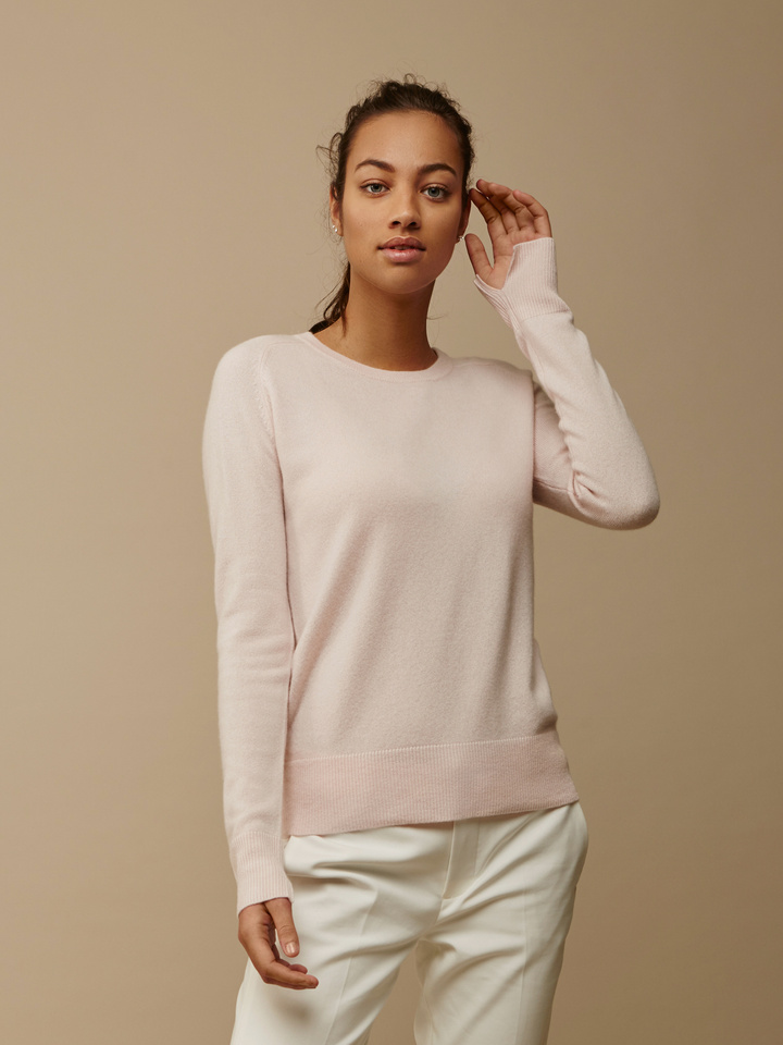 Soft Goat Women's Fitted O-Neck Powder Pink