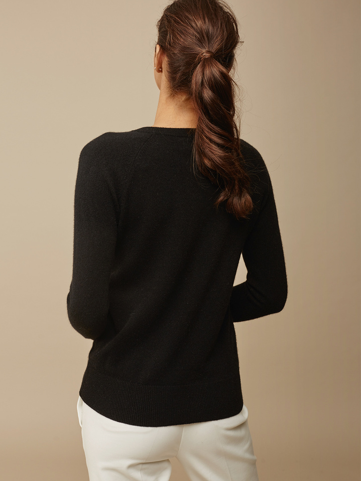 "<span class=""js-statics"" title=""Missing static search site_product_thumbnail"">site_product_thumbnail</span> Women's Fitted O-neck"