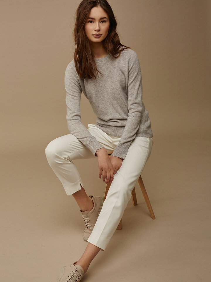 Soft Goat Women's Fitted O-Neck Light Grey