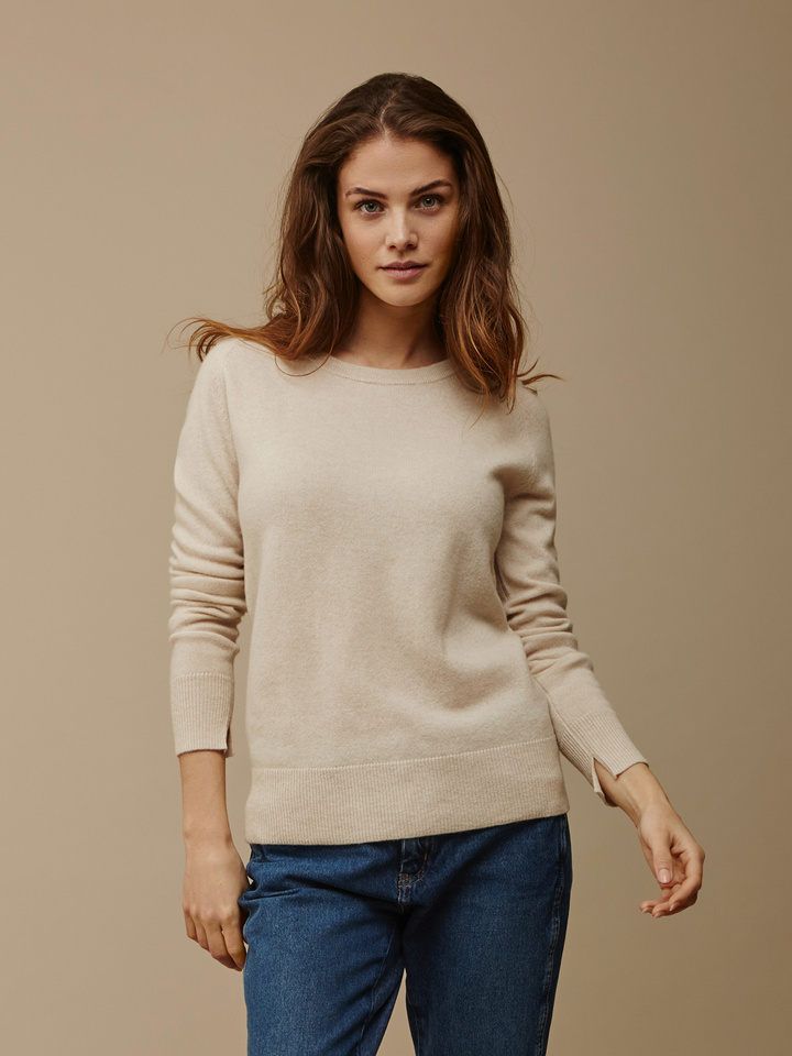 Soft Goat Women's Fitted O-Neck Beige