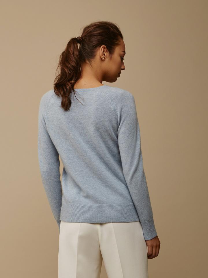 Soft Goat Women's Fitted V-Neck Light Blue
