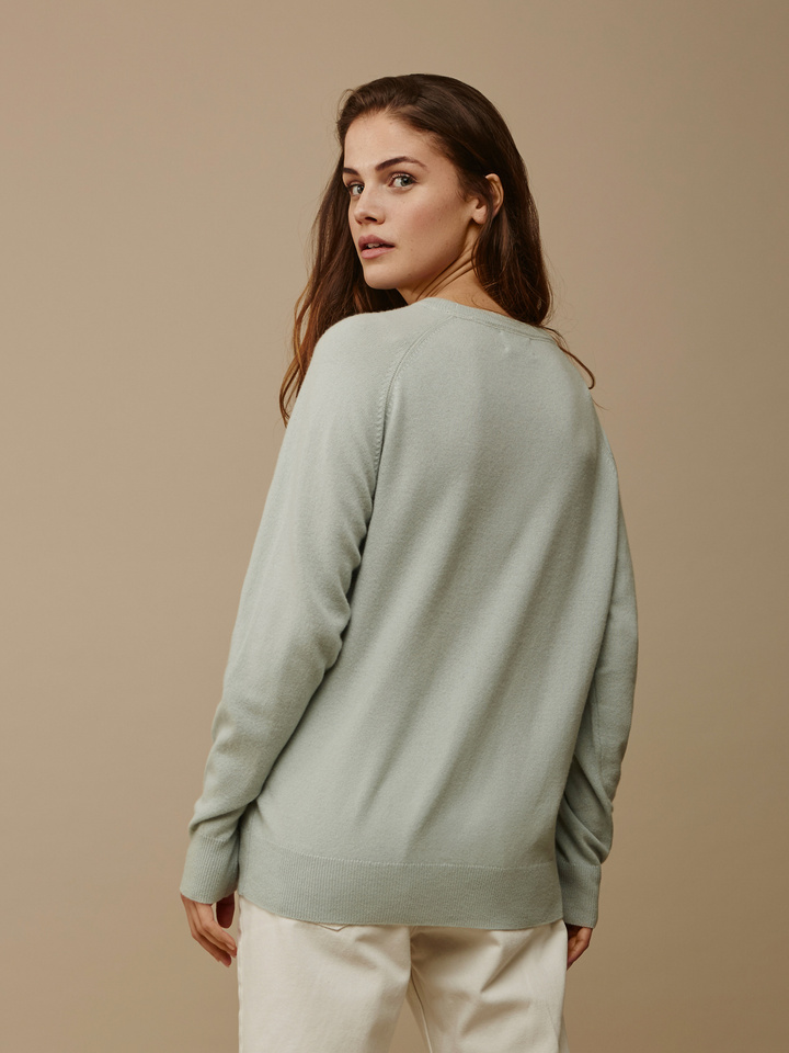 "<span class=""js-statics"" title=""Missing static search site_product_thumbnail"">site_product_thumbnail</span> Women's Loose Fit Sweater"