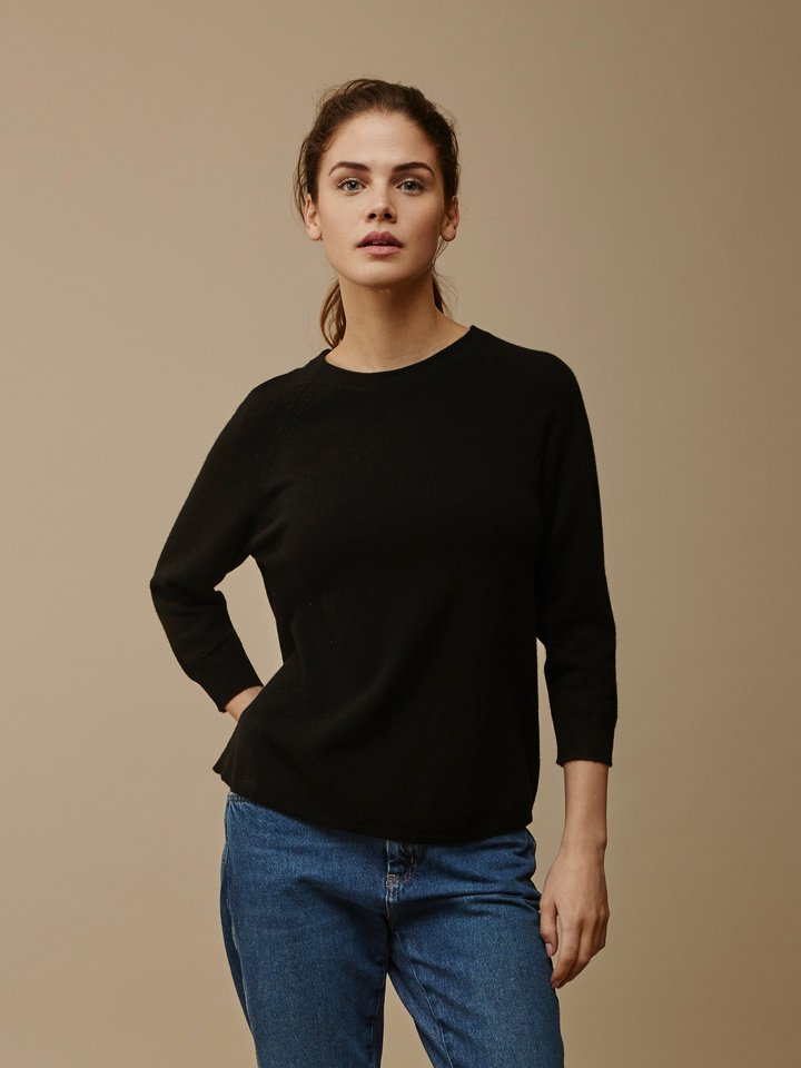 Soft Goat Women's Rounded Sweater Black