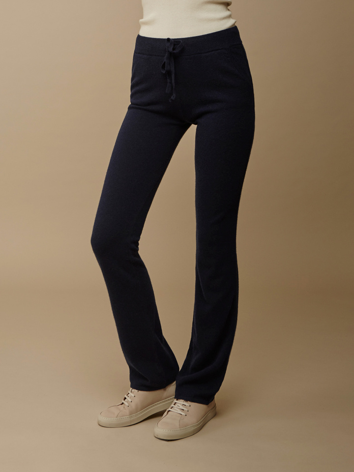 "<span class=""js-statics"" title=""Missing static search site_product_thumbnail"">site_product_thumbnail</span> Women's Straight Pants"