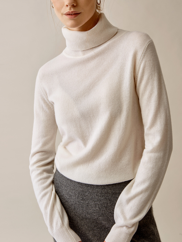 Thumbnail Plain Turtle Neck