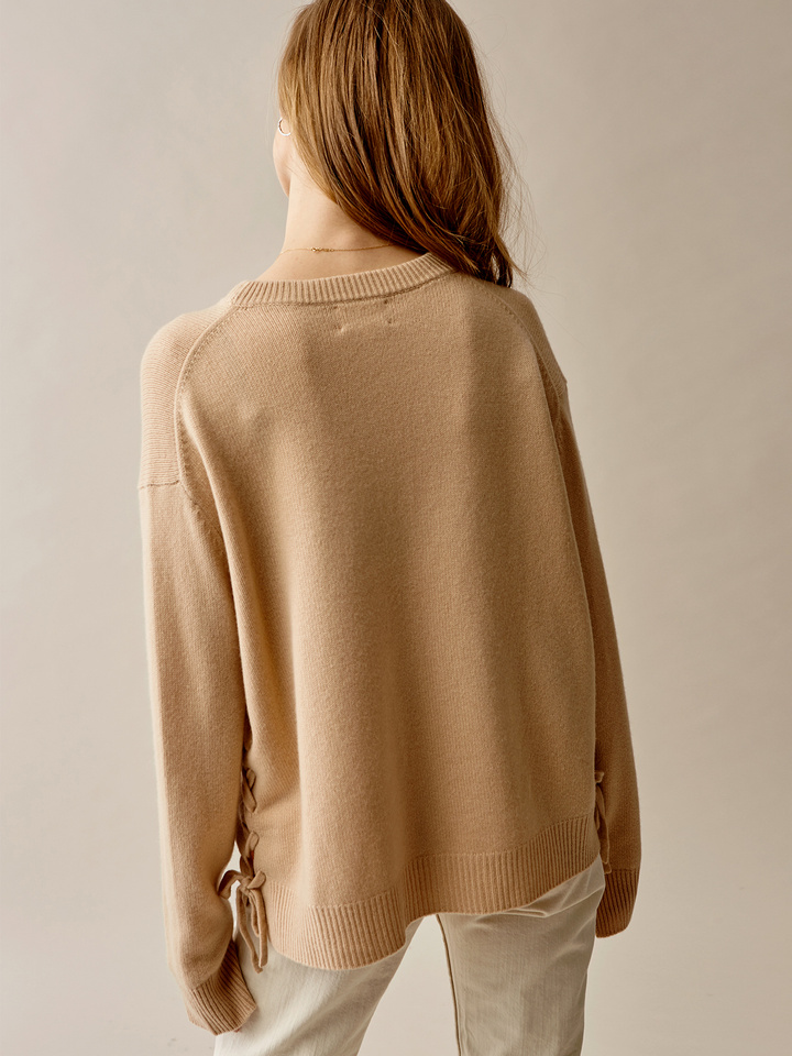 Thumbnail Side Laced O-neck
