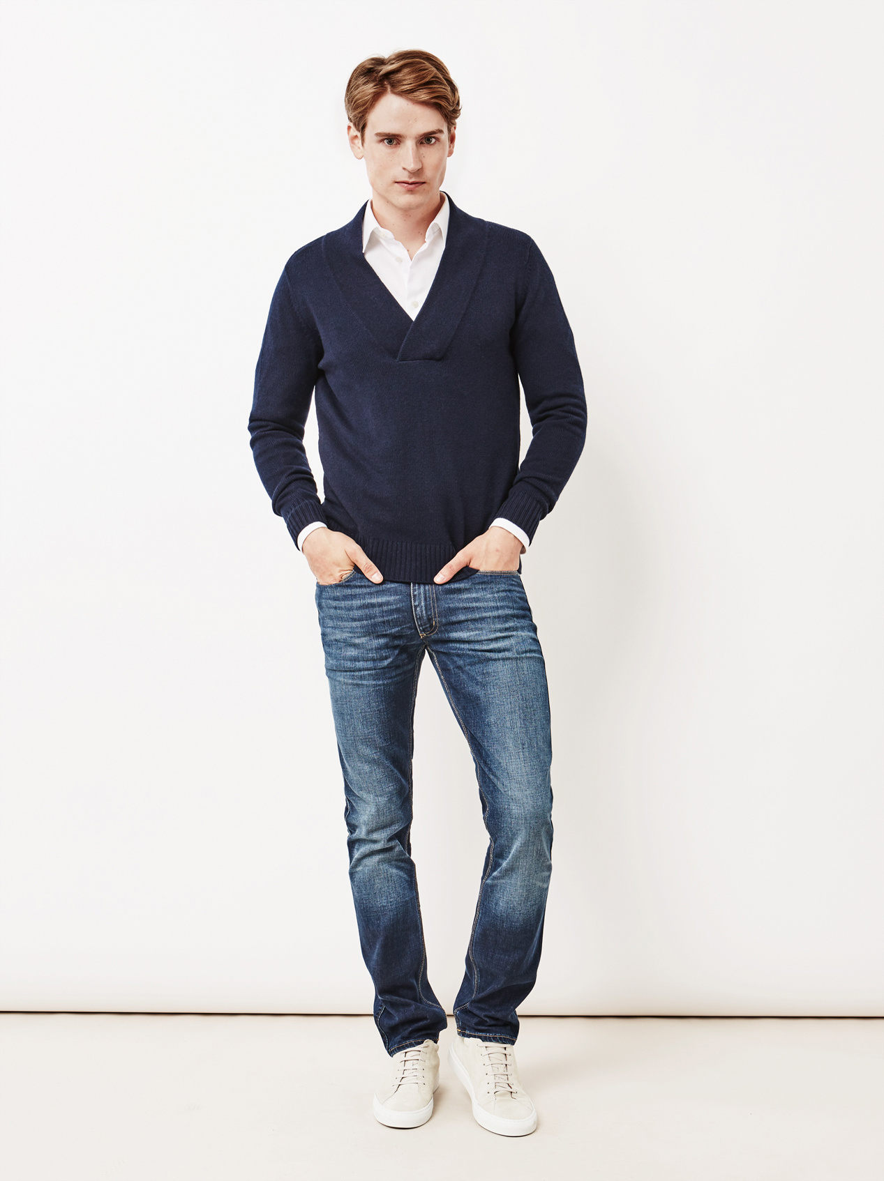 Soft Goat Men's Chunky V-Neck Sweater Navy