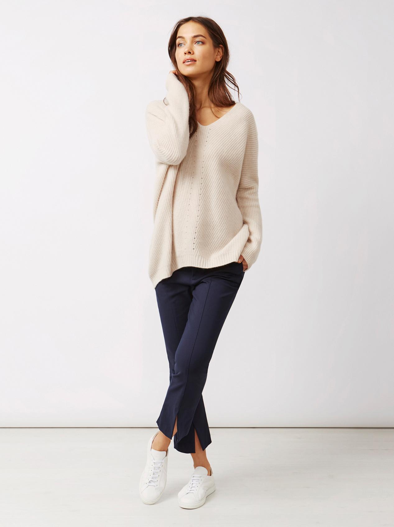 Soft Goat Women's Chunky V-Neck Sweater Beige
