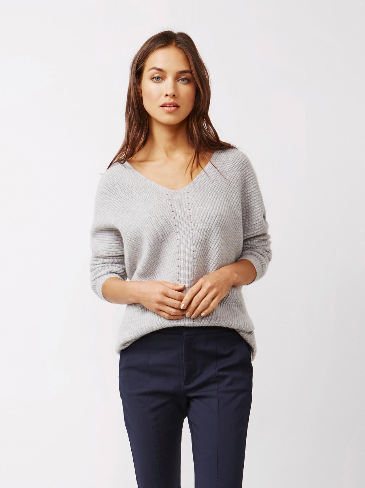 Soft Goat Women's Chunky V-Neck Sweater Light Grey