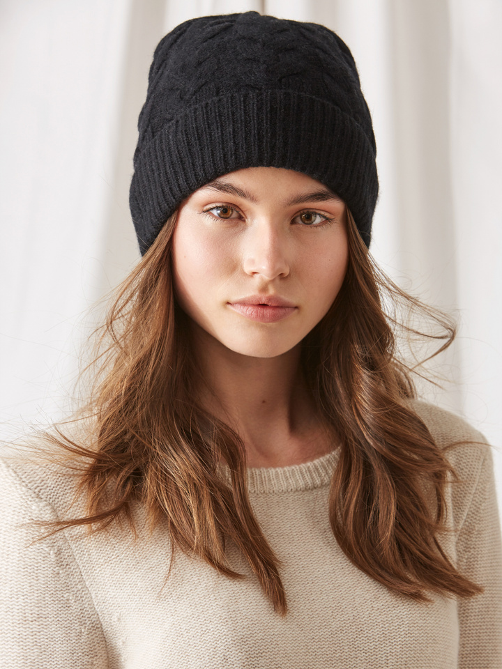 Soft Goat Cable Knit Beanie Black