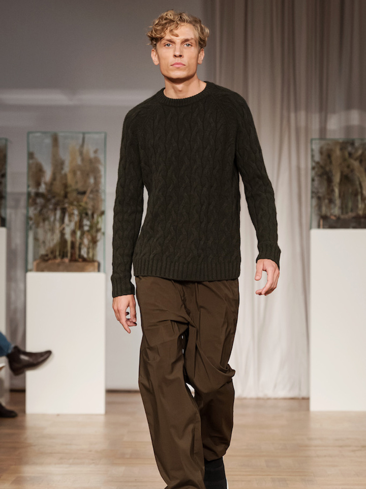 Soft Goat Men's Chunky Cable Knit Deep Green