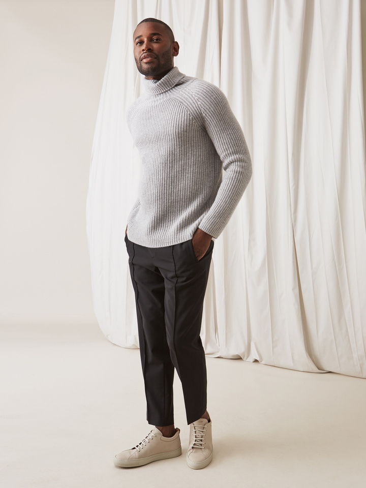 Soft Goat Men's Ribbed Turtle Neck Light Grey