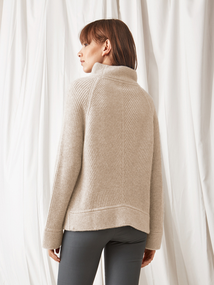 Soft Goat Amazing Turtle Neck Beige