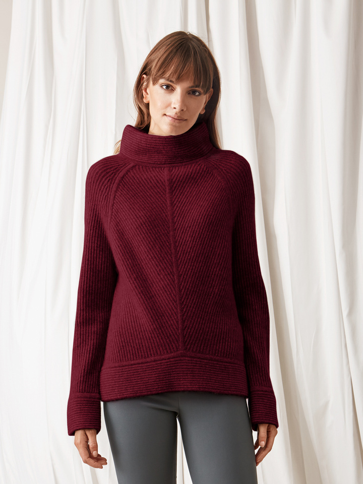 Soft Goat Amazing Turtle Neck Burgundy