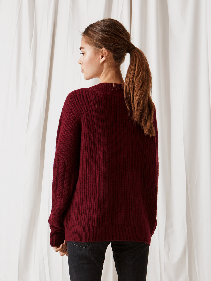 Soft Goat Cable Knit Chunky V-Neck Burgundy