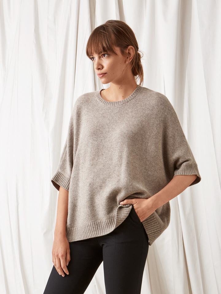 Soft Goat Chunky Knit Poncho Light Taupe