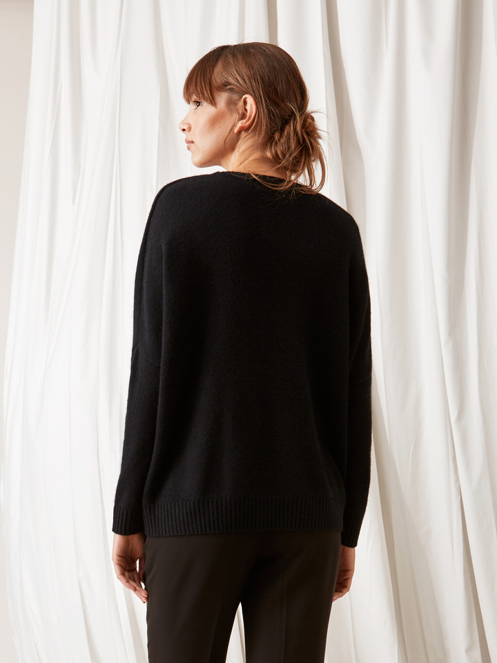 Soft Goat Chunky O-Neck Black