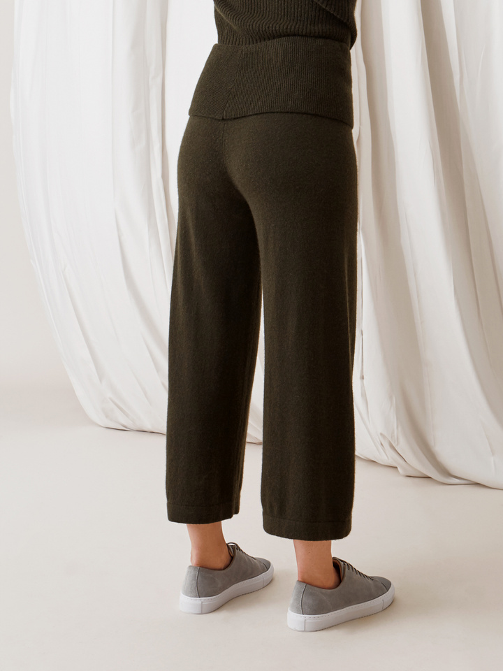Soft Goat Women's Cropped Pants Deep Green