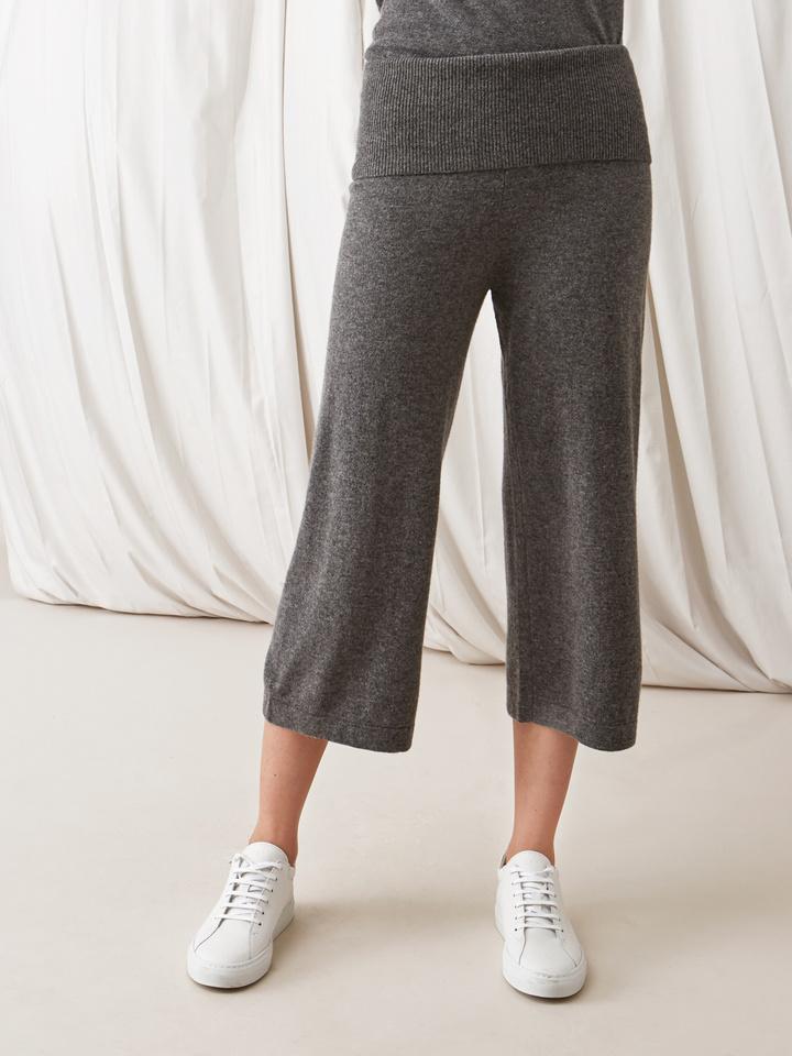 Soft Goat Women's Cropped Pants Dark Grey