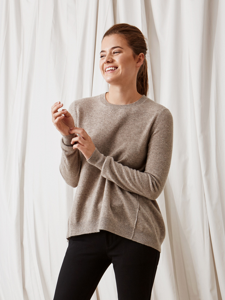 Soft Goat Curved Sweater Light Taupe