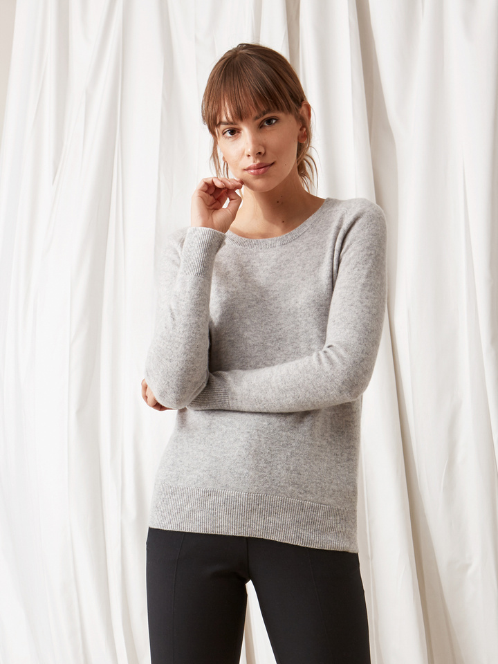 Soft Goat Fitted O-Neck Light Grey