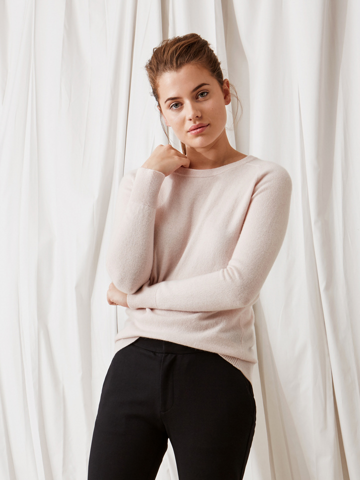 Soft Goat Fitted O-Neck Powder Pink