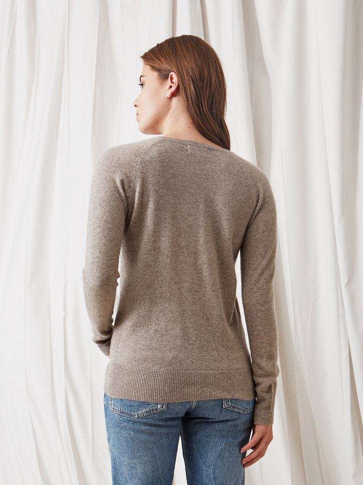 Soft Goat Fitted V-Neck Light Taupe