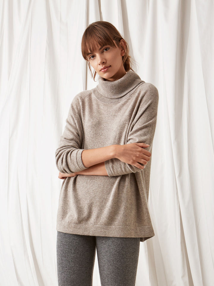 Soft Goat Oversize Turtle Neck Light Taupe
