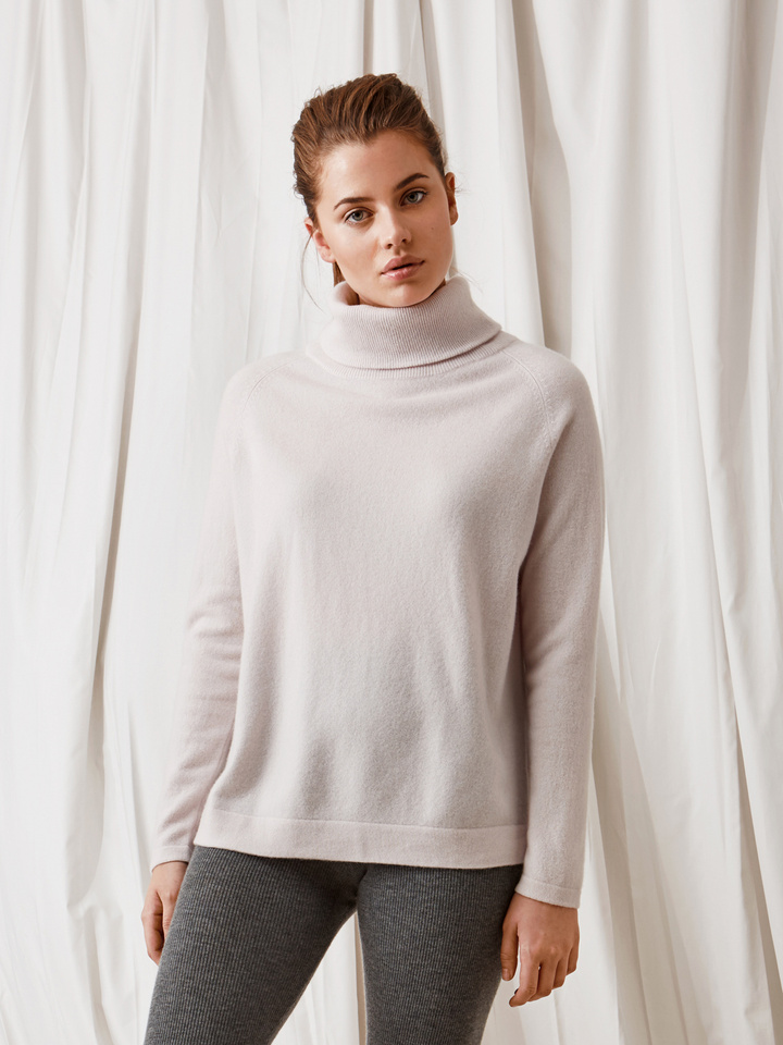 Soft Goat Oversize Turtle Neck Marshmallow