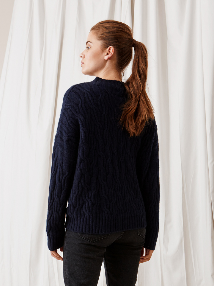 Soft Goat Oversized Cable Knit Navy