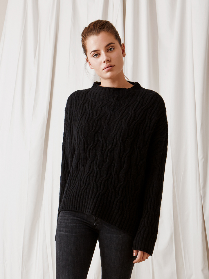 Soft Goat Oversized Cable Knit Black