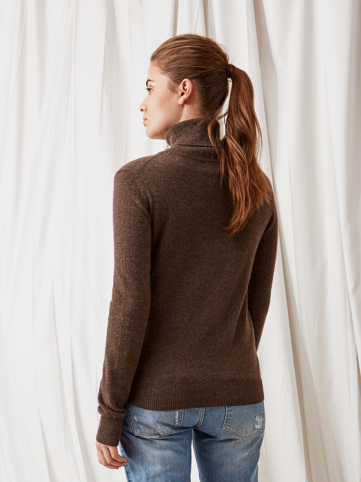 Soft Goat Plain Turtle Neck Mocca