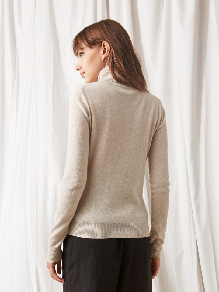 Soft Goat Plain Turtle Neck Beige