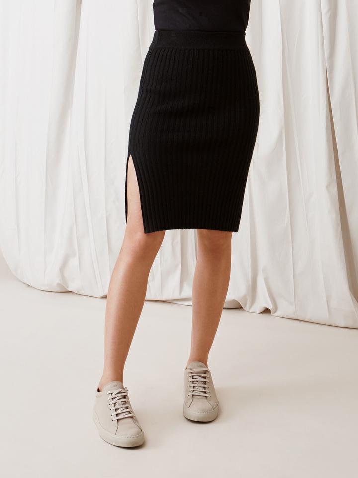 Soft Goat Ribbed Skirt Black