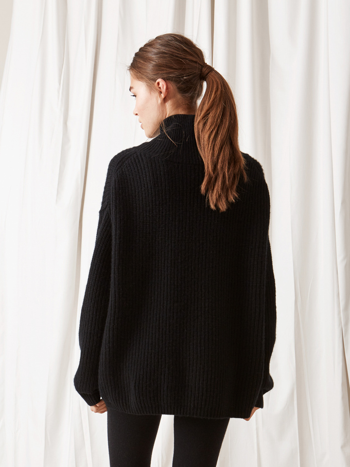 Soft Goat Ribbed Turtle Neck Black