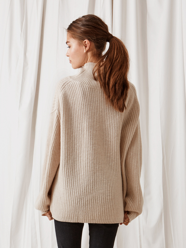 Soft Goat Ribbed Turtle Neck Beige