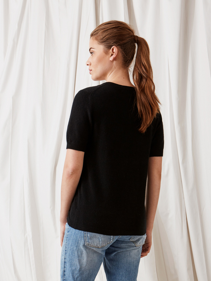 Soft Goat Short Sleeve O-Neck Black