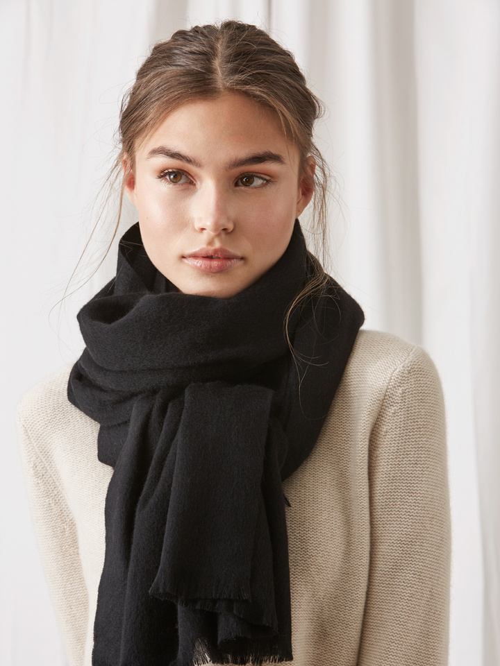 Soft Goat Women's Woven Scarf Black