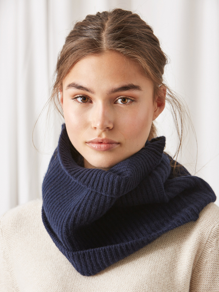 Soft Goat Women's Ribbed Snood Navy