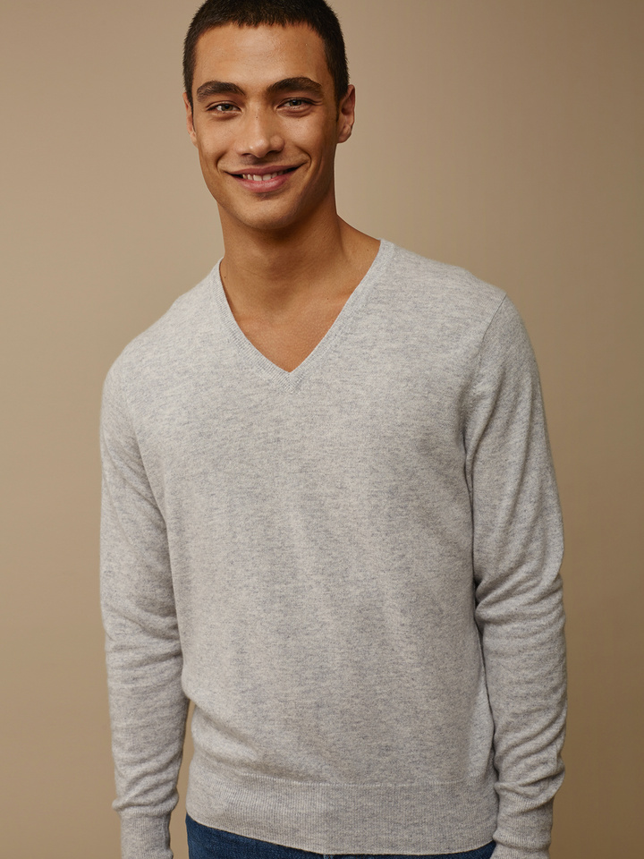 Soft Goat Men's Fine Knit V-Neck Light Grey