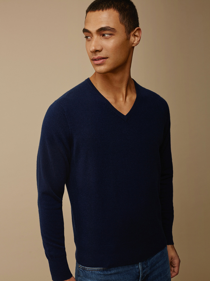 Soft Goat Men's Fine Knit V-Neck Navy
