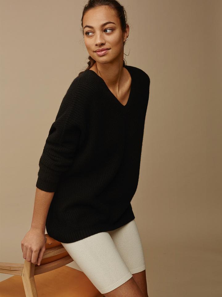 Soft Goat Women's Chunky V-Neck Sweater Black