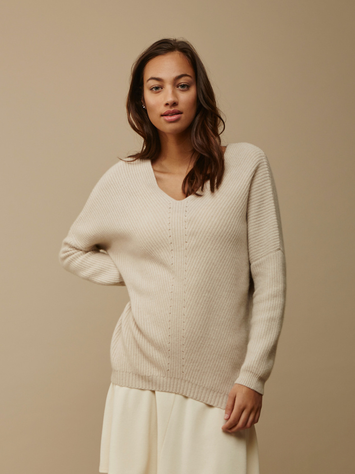 Soft Goat Women's Chunky V-Neck Sweater Beige